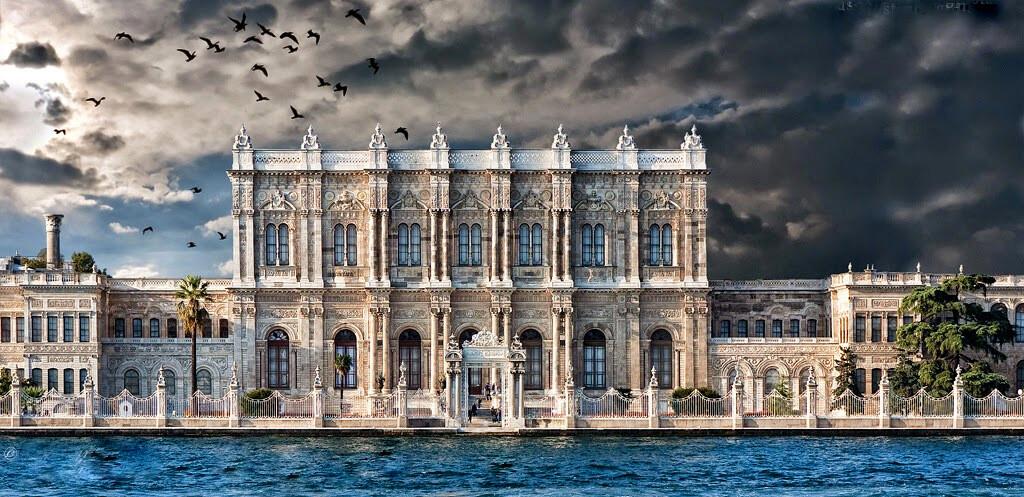 Dolmabahçe Sarayı Tarihi ve Mimarisi Hakkında Bilgi