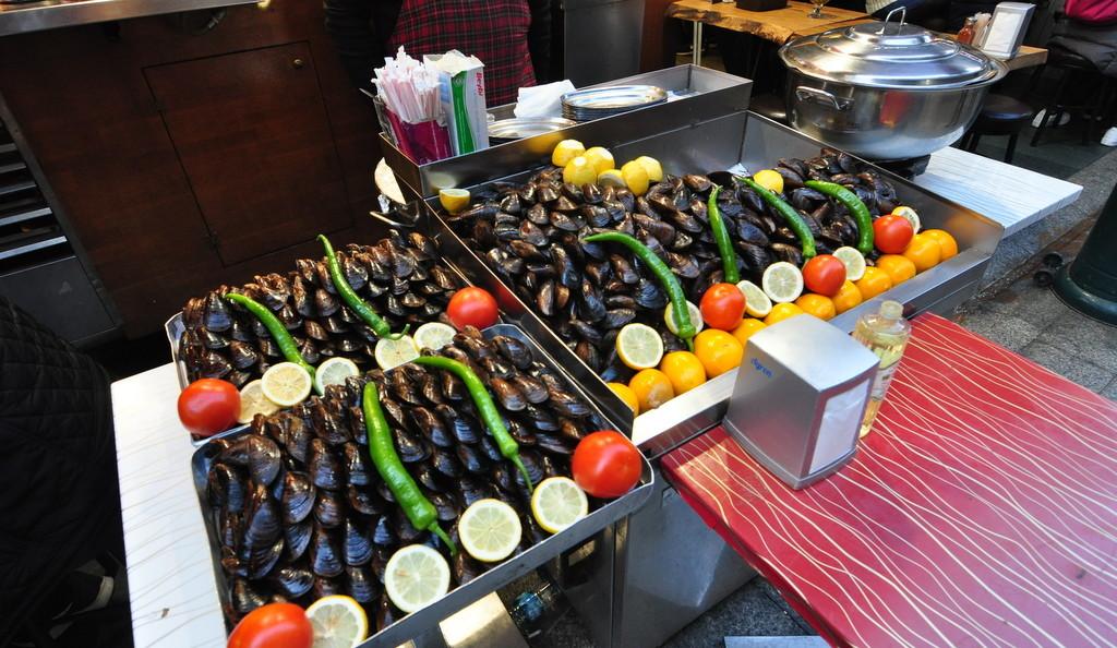 İstanbulda Sokak Yemeği Midye Dolma